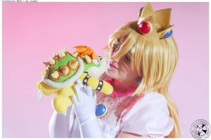 Princess Peach cosplay by DrNera