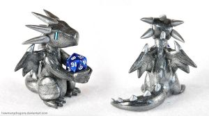 Commission: Spiny Silver D20 Dragon by HowManyDragons