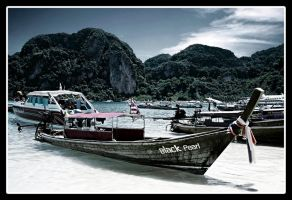 Boat Color by bisiobisio