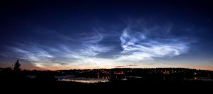 Noctilucent clouds panorama by juhku