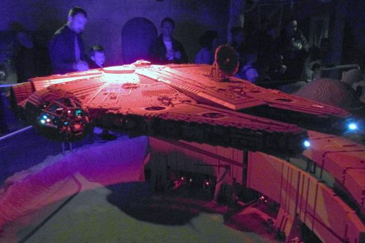 Millennium Falcon by mikedaws