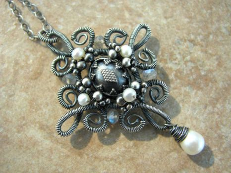Victoria Necklace by smilingsoul