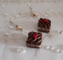 Choco-cake earrings by Hyo-pon