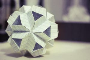 kusudama v shaped 135 degree by leezarainboeveins