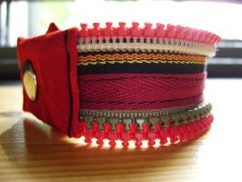 Bracelet en zip rouge, blanc, kaki et jaune orange by Emillye