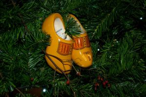Wooden shoes xmas tree deco 1 by steppelandstock