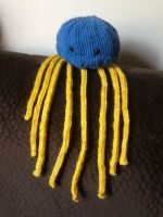 Blue and Yellow Jellyfish by holls