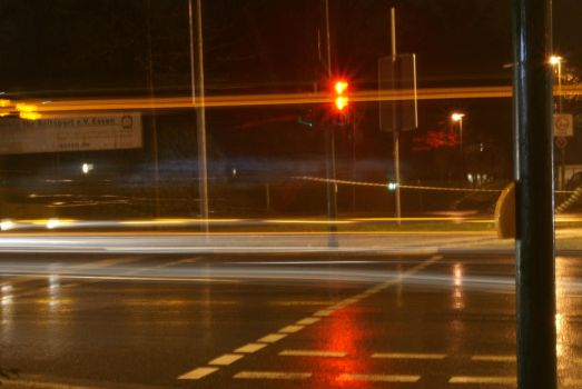 A bus at a traffic light by Wursttomaten