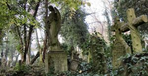 Highgate Cemetery II by sonicdevil93