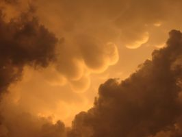 Pre-Tornado Mammatus Clouds by Stormie-Heather