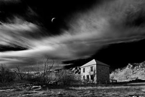 cresent moon over the doudy house by eDDie-TK