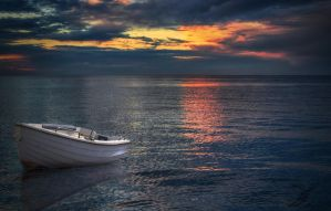 White boat - HDR by yoctox