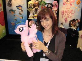 Met Lauren Faust, and gave her a nice gift by Chythar