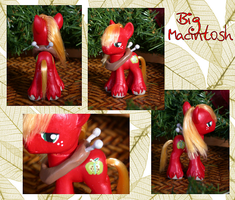 Big Macintosh Custom by phasingirl