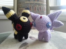 umbreon and espeon by valeriarin