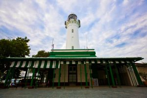 Raffles lighthouse by derrickheng