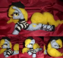 Madame Banane Needle felted by Holcifio