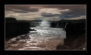 The waterfall by cradeloso