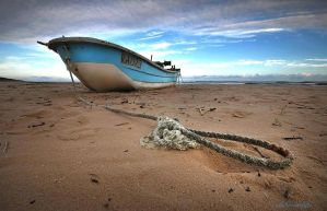 Lonely boat by hotonpictures