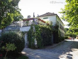 Ivy covered House of Gardening by EUtouring