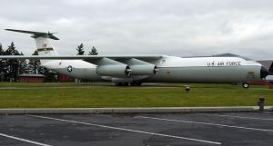 Lockheed C-141B Starlifter by shelbs2