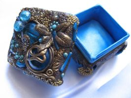 Blue and gold firefly by AHHA