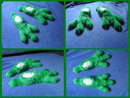 Viper Footpaws by CuriousCreatures
