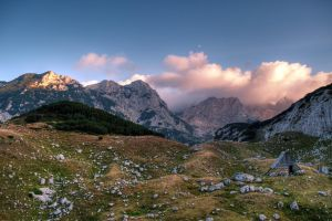 Evening in the mountains by stlasidylko