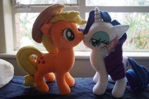 An Apple and her Treasure by Dynasty-Dawn