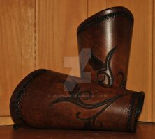 women leather bracers by Lagueuse