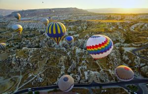 Balloons over Cappadocia 4 by CitizenFresh