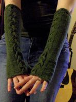 Cabled Armwarmers Pattern by riizu