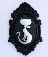 Retro cat cameo brooch pendant by Pinkabsinthe
