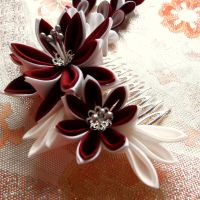 Red and white dahlia kanzashi by elblack