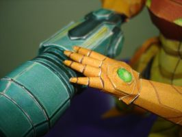 Samus papercraft hand by BrunoPigh