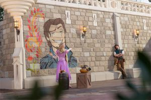 Rapunzel paints Flynn - get the nose right Blondie by cdpetee