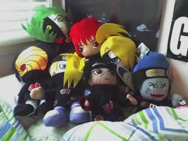 omg the akatsuki are on my bed by fullmetalaere