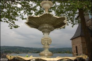 Fontaine et reflexion by lipickwick