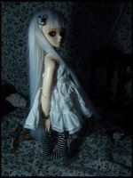 Grey girl standing by Tetrismede