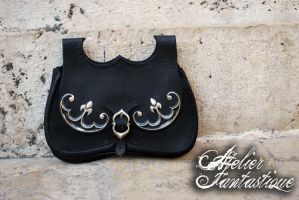 Luxury medieval leather bag by AtelierFantastique