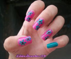 My nails pink with flowers by liliandesenhos