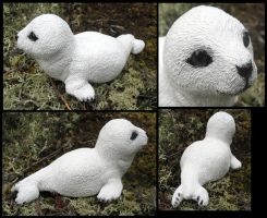 Baby harp seal by motionhappy