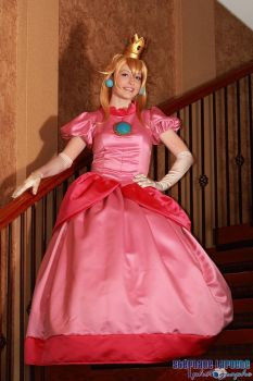Princess Peach - Waiting in the Staircase by NailoSyanodel