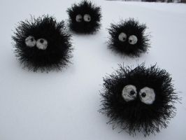 Crocheted Soot Sprites by aphid777