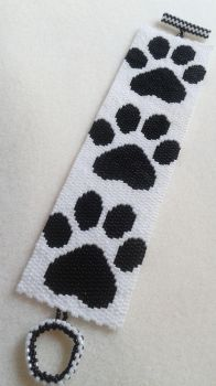 Black and White Paw Print Bracelet by amalym