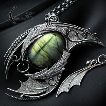 FHARGNAR DRACO, Silver and Labradorite. by LUNARIEEN