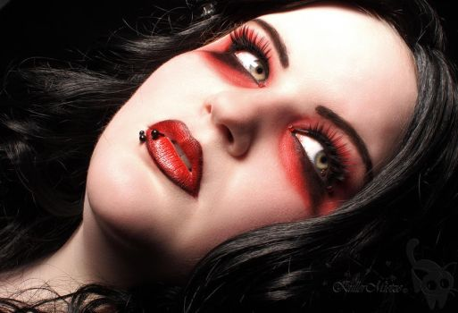 gothic make up by KuLLerMieTze