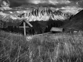 Wooden Cross bw by PictureElement