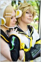Vocaloid: Kagamine Twins by CosplayerWithCamera