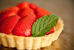 Rose infused strawberry tart by yujai